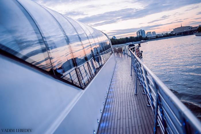 Романтические рейсы по Москве-реке на яхтах «Рэдиссон»