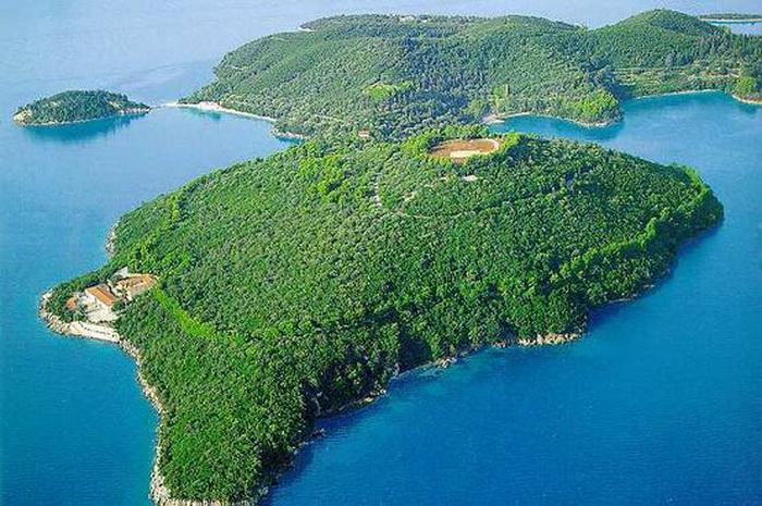 Россиянин купил греческий остров Скорпиос